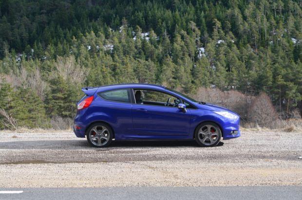 Ford Fiesta ST side