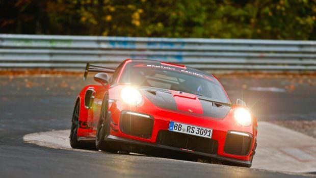 Porsche 911 GT2 RS MR on track