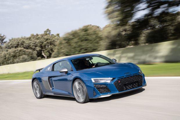 Audi R8 V10 performance driving