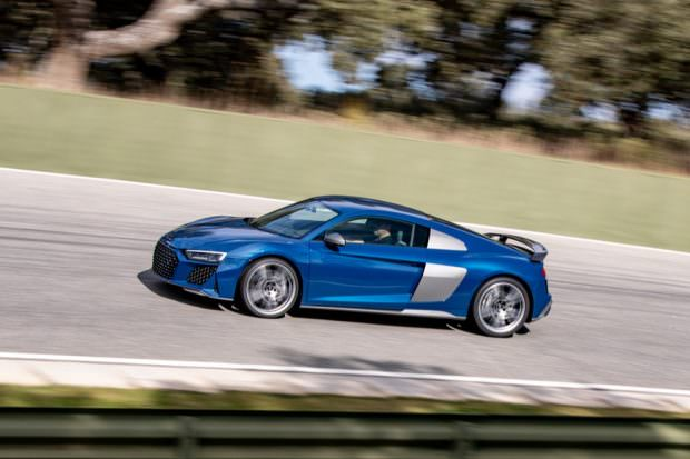 Audi R8 V10 performance cornering